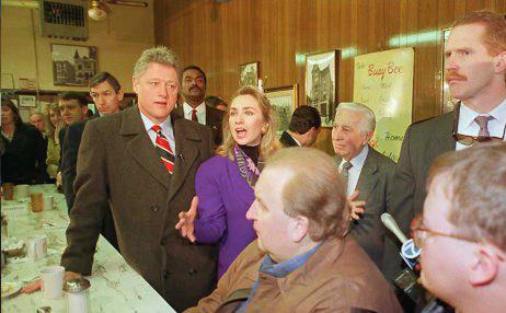 Democratic presidential candidate Bill Clinton (L)
