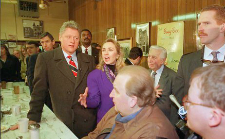 Democratic presidential candidate Bill Clinton (L)